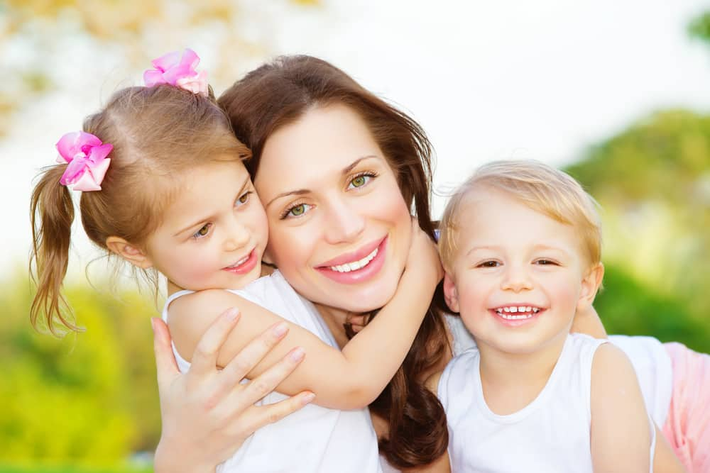 """influence of many mothers Here are 5 ways dad can influence his girl and help her to become a confident, happy, successful woman topics  5 ways fathers influence their daughters byjamie lawson  """"fathers bring something very different to the table—many things that mothers can't,"""" says dr meg meeker,."""